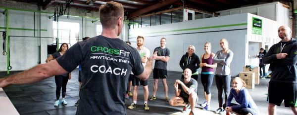 El coach es una figura muy relevante en la motivación del crossfitter