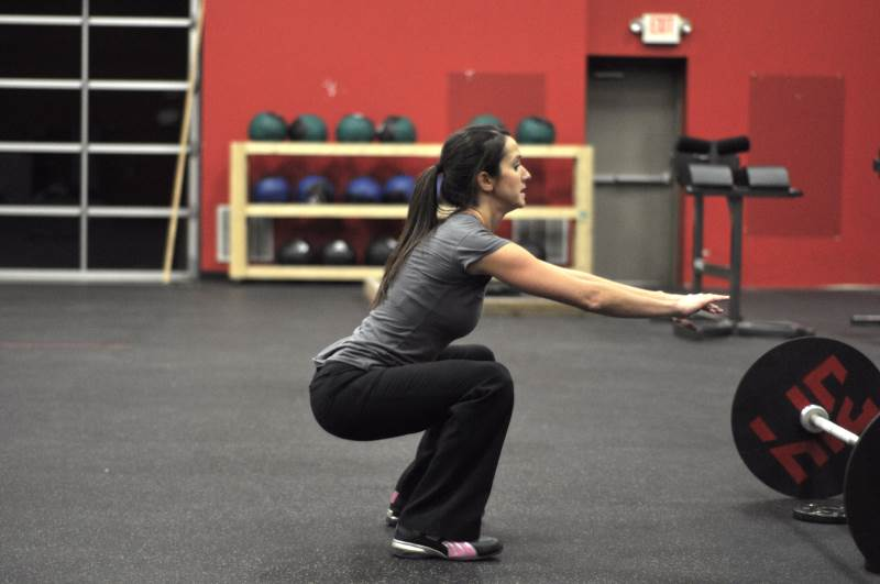 Haz sentadillas para entrenar con tu propio peso corporal