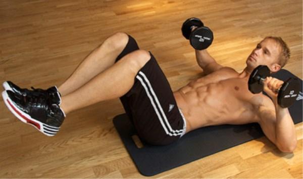 Utiliza pesas en tus entrenamientos de abdominales