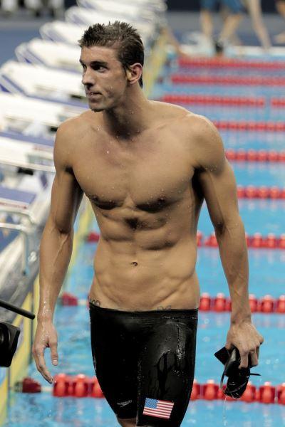 Beneficios de tener un abdomen fuerte en natación