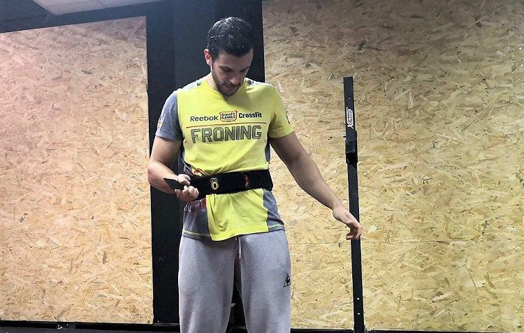 ajustar el cinturon para entrenar crossfit