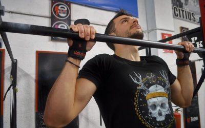 Protección contra las dominadas: Beneficios de usar calleras en CrossFit
