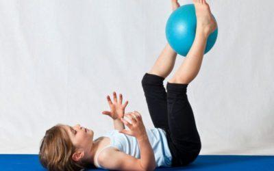 Ejercicio físico en familia y con niños para hacer en casa